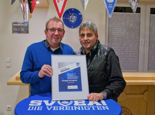 Wilfried Schlimbach (links), der sich nach jahrzehntelanger vielfältiger Vorstandstätigkeit zurückzog mit dem 1. Vorsitzenden Andreas Connemann